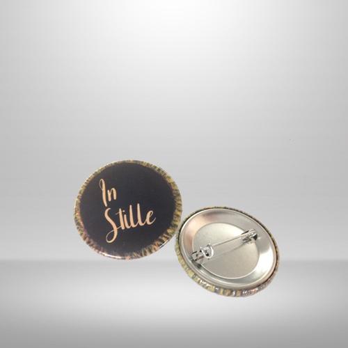 'In Stille' Button zum Anstecken
